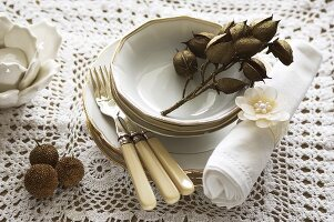 Tableware and decorations in white and brown