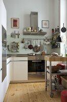 Free-standing chopping block in modern kitchen