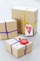 Gift boxes with rubber bands