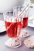 Paper cake cases as drip catchers on drinking glasses