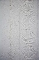 Scallop shell pattern in wall plaster
