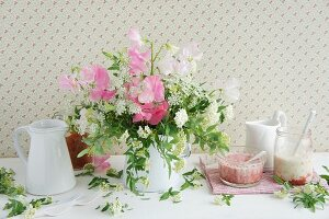 Bouquet of sweet peas, chervil & spirea