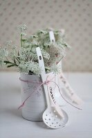 Chervil flowers & name tag in tin can covered with decorative paper