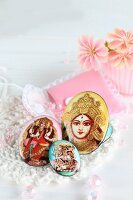 Amulets and brooches with Indian motifs and matching storage bag