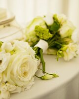 Bouquets of white roses for wedding