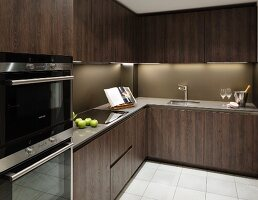 Fitted kitchen with dark brown wooden fronts