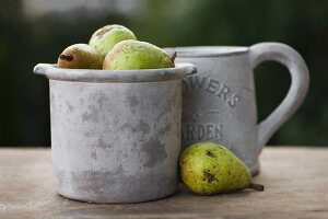 Stoneware pot and jug with pears
