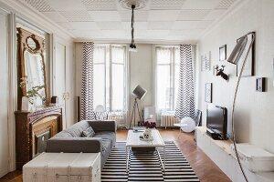Wohnzimmer mit einem Mix aus Alt und Neu