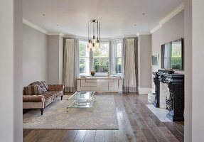 Art Deco elements in elegant living room