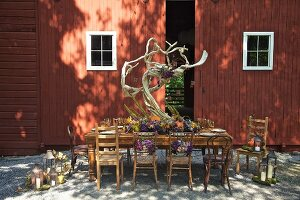 Autumnally set dinner table outside barn (USA, East Coast, New England)