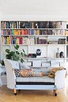 Retro sofa in front of bookshelves