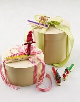 Gift boxes decorated with ribbons, clothes pegs and figurines