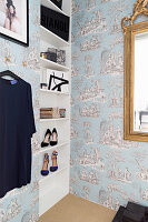 Toile de jouy wallpaper and shelves in niche