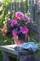Rosa (Rose), Helleborus (Lent Rose), Geum (Clove), Alliaria