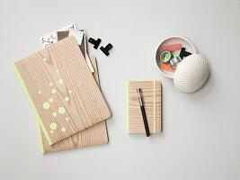Wooden-look, homemade notebooks