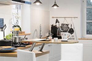 Halbrunde Frühstückstheke an Küchenzeile