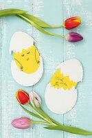 Geschlüpftes Küken aus Tonpapier als Grußkarte zu Ostern