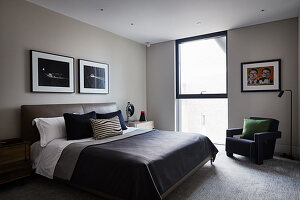 Bedroom in shades of grey