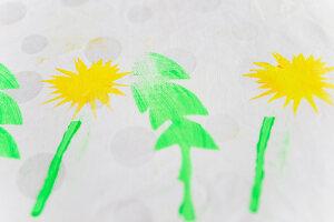 Stoff mit Sonneblumenmotiv bestempelt (DIY-Stempel aus Moosgummi)