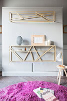 Delicate shelving with second function as base of fold-down bed