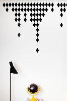 DIY-Wandtattoo, rautenförmig, über Schreibtisch