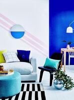 Wohn- und Esszimmer mit kräftigen Farben und grafischen Mustern