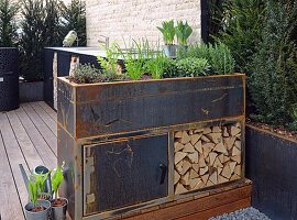 Herbs in the self-built raised bed