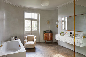 Large elegant bathroom with curved wall
