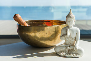 Singing bowl and figurine of Buddha