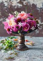 Rosen, Sonnenhut, Orchidee und Schmucklilie
