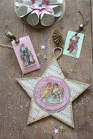 Selbstgebastelte Weihnachtsdeko aus alten Buchseiten mit Nikolausbild, Engelbild und Stern aus Notenpapier