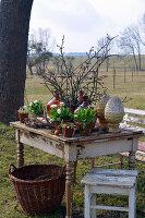 Ländliches Oster - Arrangement im Garten