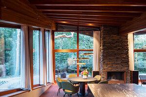 Offener Wohn-Essbereich im nachhaltigen Architektenhaus
