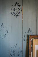 Wooden wall with DIY stamp printing