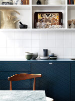 Open shelves above the kitchen unit with dark blue fronts