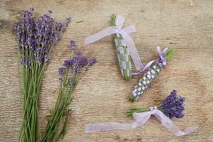 Lavendelblüten und Kolben aus Lavendelblüten