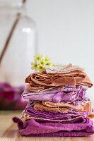 Folded fabrics coloured using natural dyes