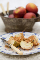 Grilled apple with cinnamon