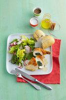Mit Ricotta und Spinat gefüllte Hühnerbrust
