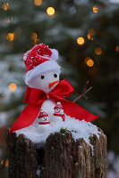 Christmas arrangement with little snowmen