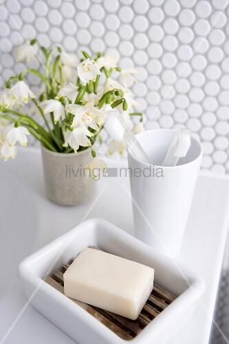 Hygiene utensils in a bathroom