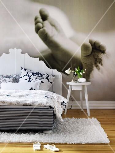 schlafzimmer mit fototapete babyf sse bild kaufen. Black Bedroom Furniture Sets. Home Design Ideas
