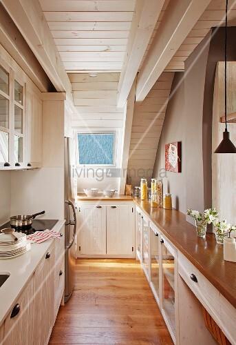 Schmale Küche schmale küche im dachgeschoss küchenzeile und einbau einer
