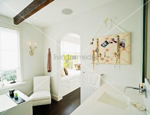 modernes bad mit elementen im bild kaufen 11087469. Black Bedroom Furniture Sets. Home Design Ideas