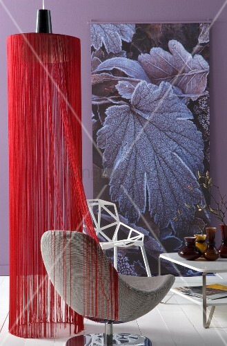 h ngelampe mit schirm aus roten f den und moderner. Black Bedroom Furniture Sets. Home Design Ideas