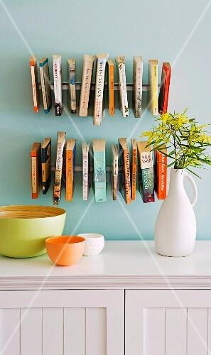 Originelle Bücherregale originelles bücherregal mit schwebenden büchern bild kaufen