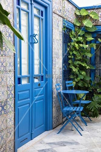 Wall of house with blue door & mosaic tiles (Sidi Bou Said, Tunisia)