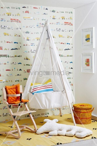 Babyzimmer mit Wiege & Tripp Trapp Stuhl
