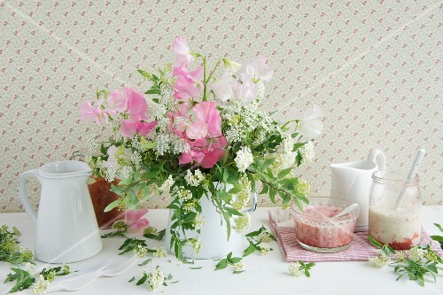 Bouquet of sweet peas, chervil & spirea