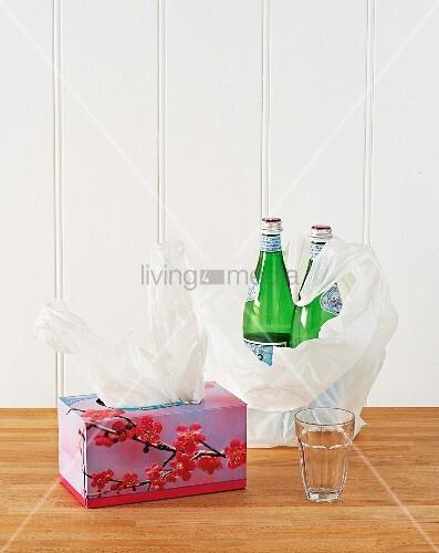 leere kosmetikt cher box wiederverwenden f r aufbewahrung von plastikt ten zwei flaschen. Black Bedroom Furniture Sets. Home Design Ideas